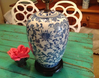 GINGER JAR LAMP / Chinoiserie Blue and White Lamp / Vintage Palm Beach Lamp / Chinoiserie Hollywood Regency Style at Retro Daisy Girl