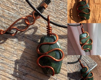 Mossy green and copper wire pendant necklace