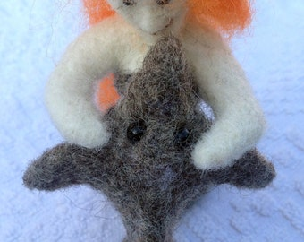Composition of 100% natural wool Dolphin and Mermaid. It is made by felting wool with the addition of hands for the hands of the Mermaid.