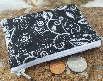 Quilted Coin Purse, Black and White Zipper Pouch, Change Purse, credit card pouch, ear bud pouch, change purse, black zipper bag