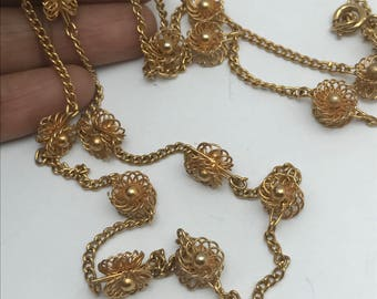 Vintage sautoir Necklace . Gold plated . Filigree Flowers chain necklace