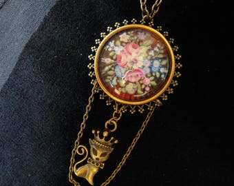 Necklace cabochon romantic cat and flowers