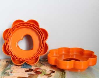 Tupperware Stacking Cookie Cutters, 10 Cookie Cutters in one, Nesting Cookie Cutter