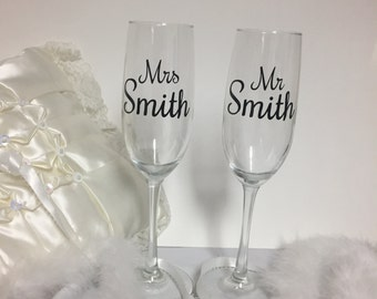 Mr and Mrs toasting flutes, personalized flutes,  champagne flutes, champagne glasses, wedding toasting flutes for the bride and groom