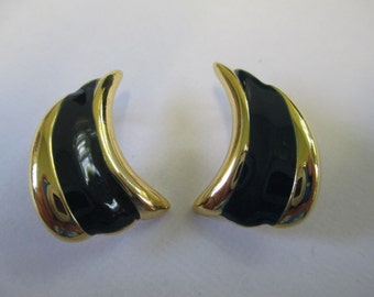 Vintage Black enamel and gold tone coma Clip on Earrings.  not Signed