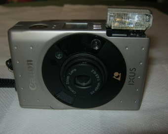 Canon Ixus with Canon 24-48 mm f 4.5-62 analog compact camera for APS film + box, color silver