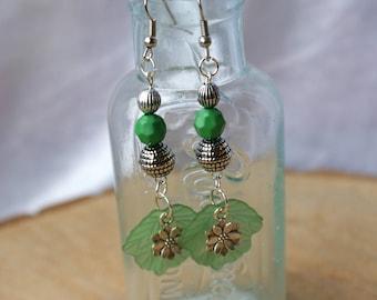 Leaf Earrings, Bead Earrings, Green Leaf Earrings, Dangle Earrings, Drop Earrings, Gift for Her, Nature Earrings, Stocking filler
