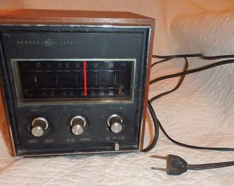 GE Table Top Radio Model T2280