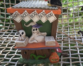 Holloween creepy hollow ghost news stand