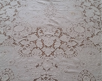 LOVELY VINTAGE QUAKER Lace Tablecloth~Very Good Condition