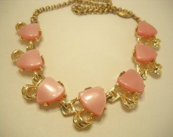 Vintage PINK THERMOSET NECKLACE (7553)