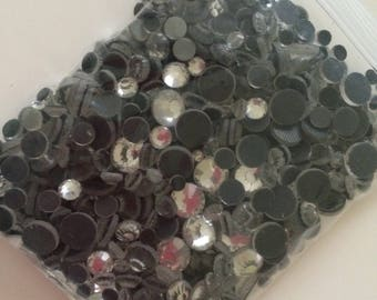 Rhinestones in a set of 1500 piece in different sizes from 2 mm 3 mm 4 mm and 5 mm
