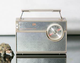 General Electric 8 Transistor AM Radio
