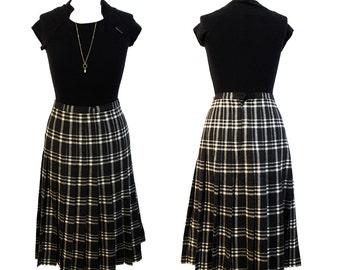 Vintage 1970s black and white wool tartan pleated skirt | tartan wool circle skirt Size L