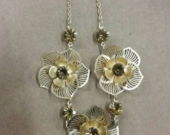 Yellow rhinestone flower necklace