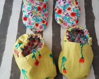 Reversible floral baby booties