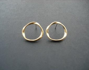 twisted circle stud earrings - matte 16K yellow gold plated