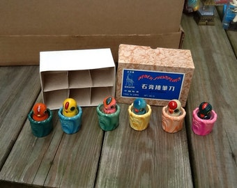 1970's dime store box of bird ceramic pencil sharpeners.