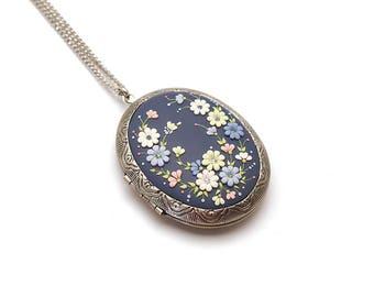 Photo locket pendant Photo locket necklace Floral necklace Boho-necklace Embroidery pendant Polymer clay necklace pendant Gift for women
