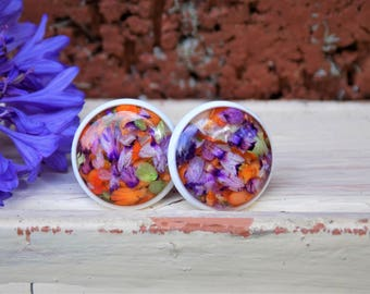Real flower stud earrings, post earrings, flower jewelry, terrarium, white, circle earrings, resin, nature, terrarium, women accessory, gift