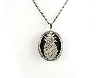 Boîte de pilule ananas médaillon incrusté Onyx noir brillant peinte à la main collier en émail médaillon ovale en argent poli