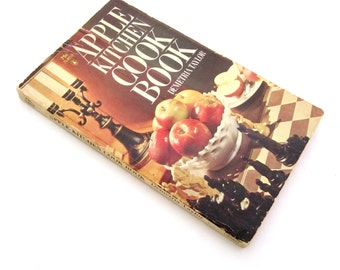 APPLE KITCHEN Cook Book Demetria Taylor 1960s National Apple Institute Cookbook