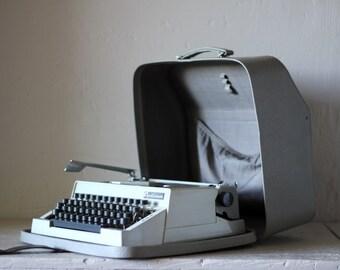 Vintage Manual Typewriter German Optima PORTABLE typewriter for French with case