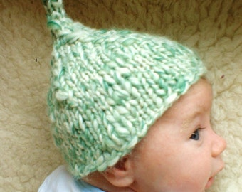 Baby elf pixie hat white green hand knit 0-3 3-6 months newborn photography photo prop pointy gnome woodland boy girl thick thin textured