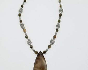 Agate silver toned necklace