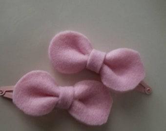 Felt light pink bow on metal pink clips