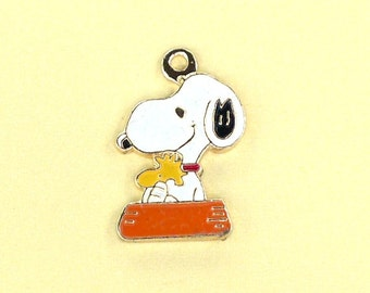 Aviva Vintage Snoopy Charm with Woodstock sitting in Dog Dish 0110