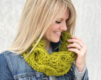 Green Crochet Cowl / Chartruese Circle Scarf / Fire Lily Cowl