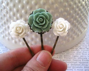 Bobby Pin Set, Sage Green and White Flower Hairpins, Wedding Hair Accessory, Bridesmaid Gift, Stocking Stuffer, Small Gift