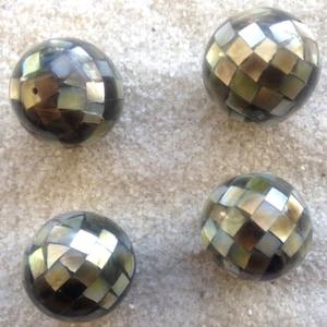 Mother-of-Pearl Round Beads 1-inch Diameter (black/gray, blocking mosaic)
