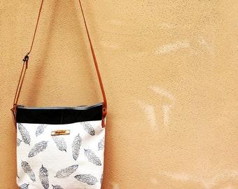 "Cotton shoulder bag and hand-printed canvas-""Nordic Leaves"" design"
