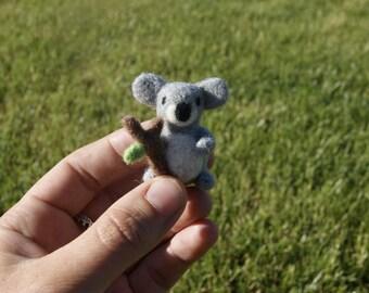 Felted koala, koala miniature, needle felted koala