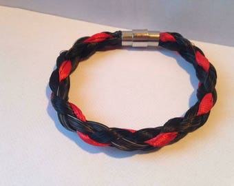 Bracelet with colored threads magnet clasp horsehair