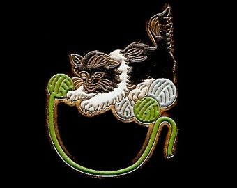 Cat Playing with Yarn Vintage Lapel Pin — SOUVENIR