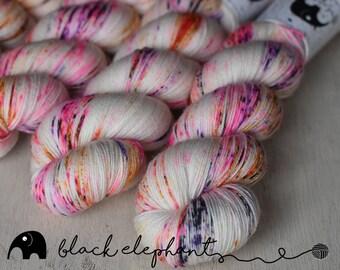 Black Holes and Revelations Hand dyed yarn sock yarn superwash merino nylon speckled yarn yarn fingering yarn white pink violet orange 100g