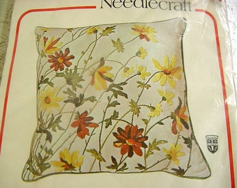 """Crewel Embroidery Pillow Kit - Vintage Bucilla 8688 """"Field Daisies"""" Belgian Linen Stamped to Embroider,Wool Yarn,Zipper,Piping - 2 available"""