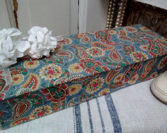 Adorable French vintage fabric glove/boudoir box from Galeries Lafayette of Paris