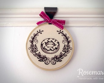 "Embroidered Donut with Laurel 4"" or 5"" Embroidery Hoop"