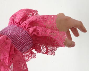 Cuff pink lace and glass beads