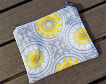 Floral. Zipper pouch / make up bag / small bag / coin purse