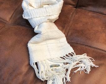 White handwowven scarf