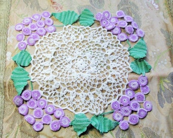BEAUTIFUL Vintage Doily ColorfulPurple  Grapes Creamy White Hand Crocheted Doily Farmhouse Decor, French Country Cottage,Collectible Doilies