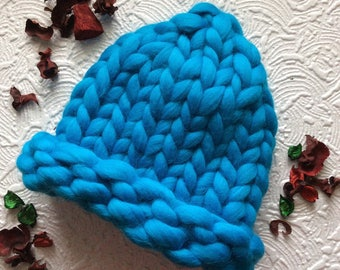 Very thick yarn hat