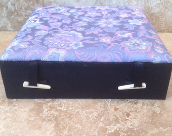 Padded jewellry organizer