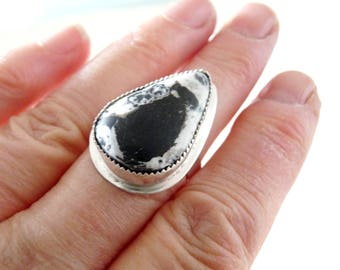 Size 8 White Buffalo ring, Metalsmith ring sterling silver, One stone chuncky ring, Bohemian jewelry