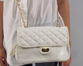 Quilted Vintage Purse, Faux Leather Purse, White Purse, 80s Quilted Purse, Small Shoulder Purse, Gold Chain Link Purse, Cross Body Purse